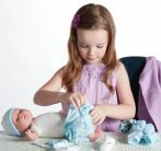 Élethű játékbabák - Berenguer játékbaba nyíló szemekkel