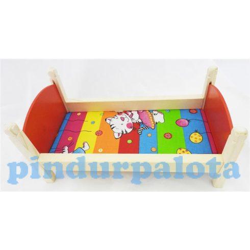 Kiegészítők játékbabákhoz - Fa babaágy cicás mintával