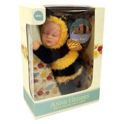Újszülött játékbabák - Karakterbabák - Anne Geddes puhatestű babafigura méhecske szettben 23cm