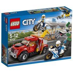 LEGO City - 60137 LEGO City Bajba került vontató