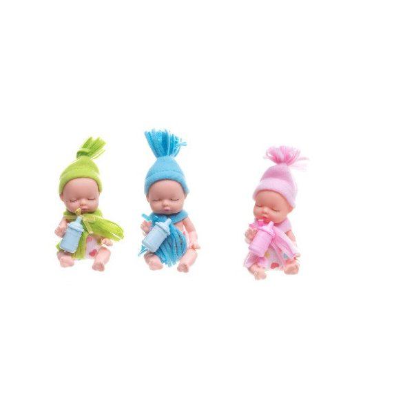 Játék baba sapkával szeretet gömb kapszulában