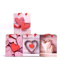 Ajándék tasakok - Díszzacskók - Ünnepi csomagolások ajándékokhoz - Tasak szivecskés papír 32x26x12cm